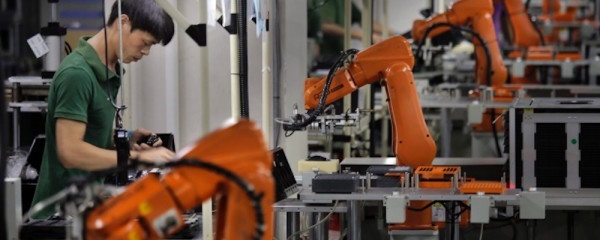 CHINA MANUFACTURE: HUMAN VS ROBOT